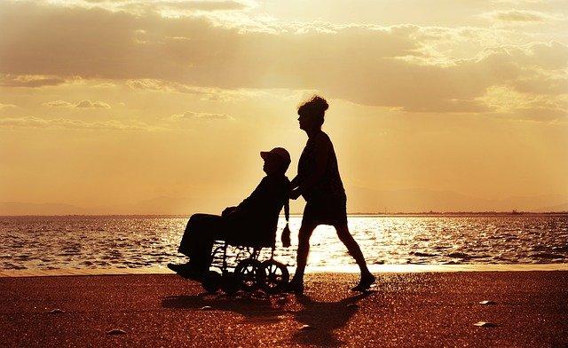 民間の介護保険の必要性を介護にかかる費用から考えよう