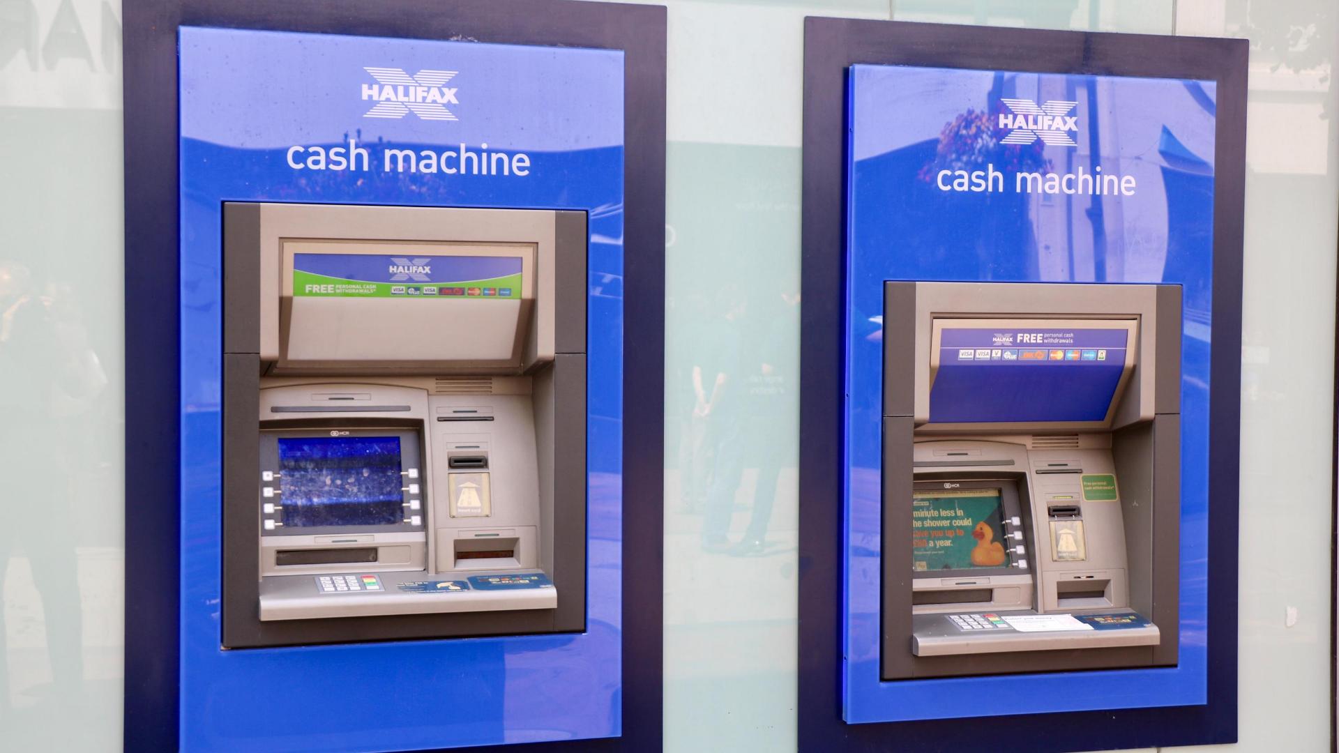 クレジットカードのキャッシング枠とは?返済方法や金利を解説