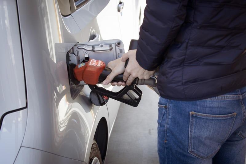 ガソリン代がお得!おすすめのクレジットカードランキング10枚徹底比較!